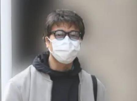 マスク姿の豊原功補