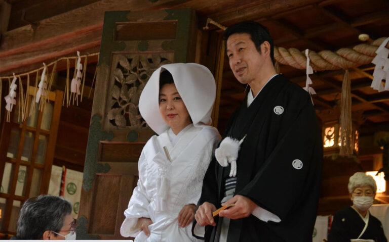 結婚式をあげた、米山隆一・前新潟県知事と室井佑月さん