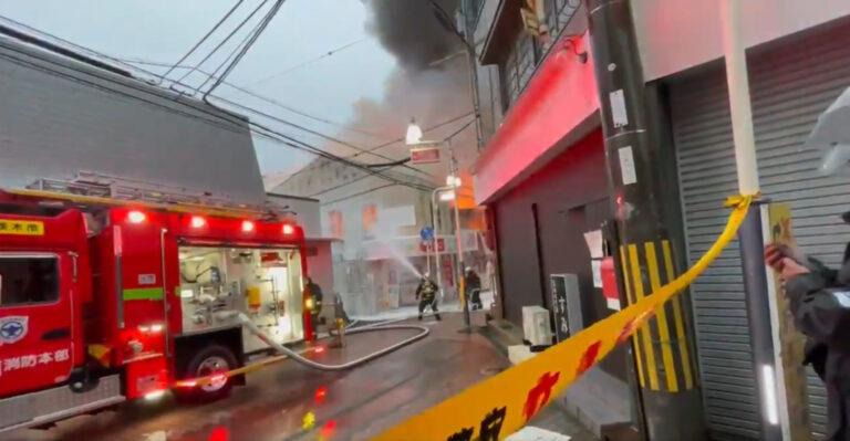 大阪府茨木市中総持寺町の総持寺本通商店街で火災