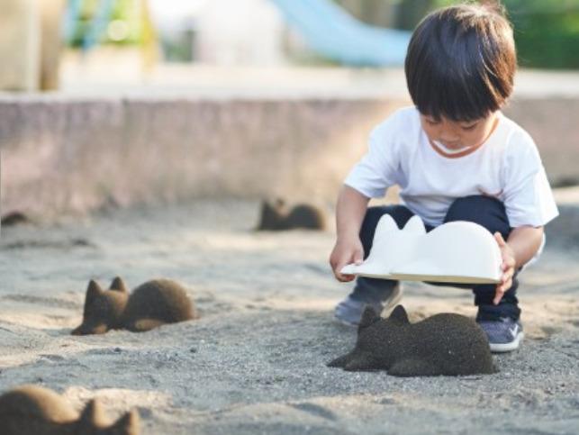 無限ネコ製造機で遊ぶ子ども