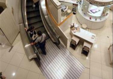 甲府・山交百貨店の「曲がるエスカレーター」が撤去  「お洒落で貴重な存在」